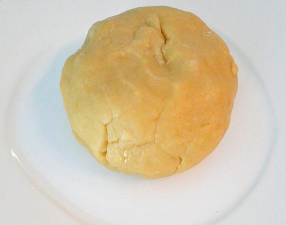 Pastry rolled in ball