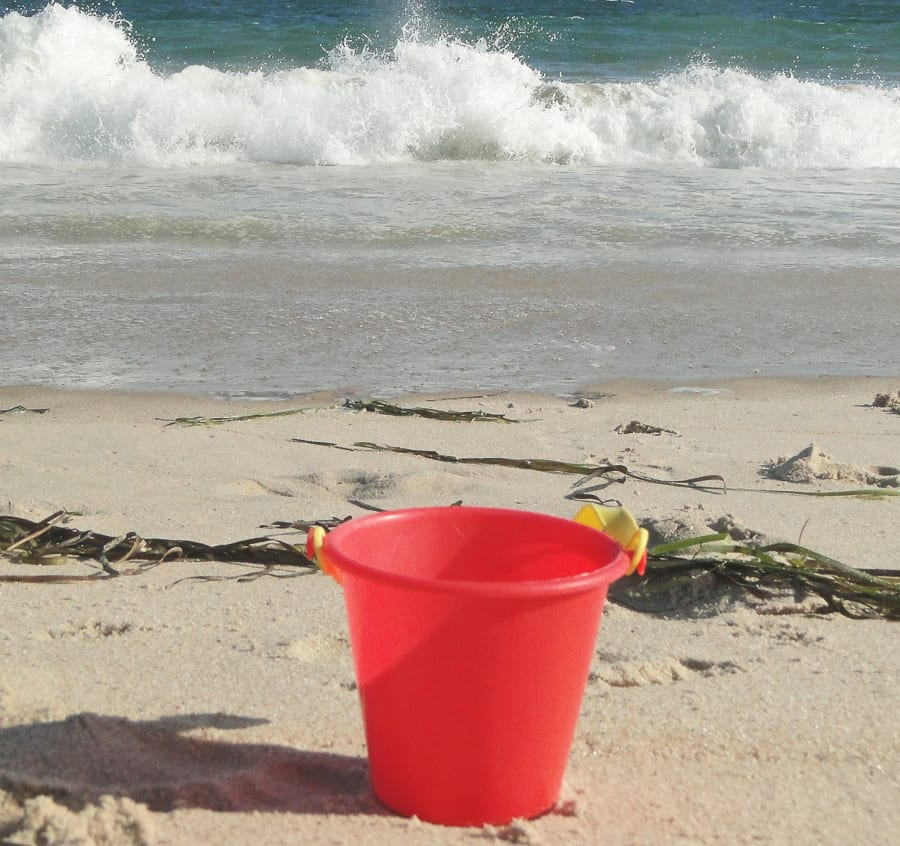 beach walk with kids red bucket