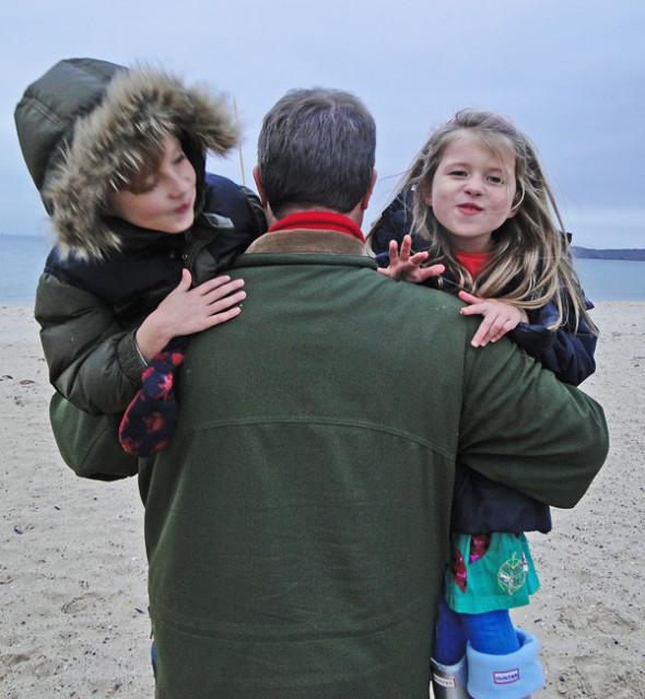 dad hugging twins