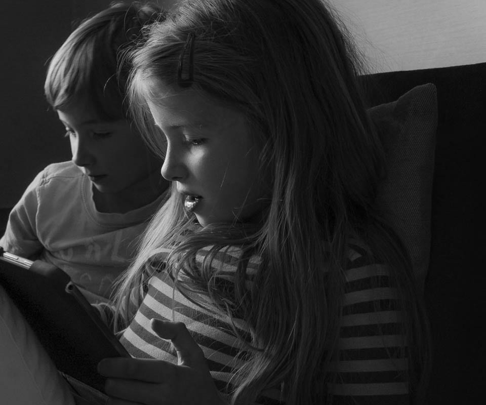 Luce and Theo with tablet