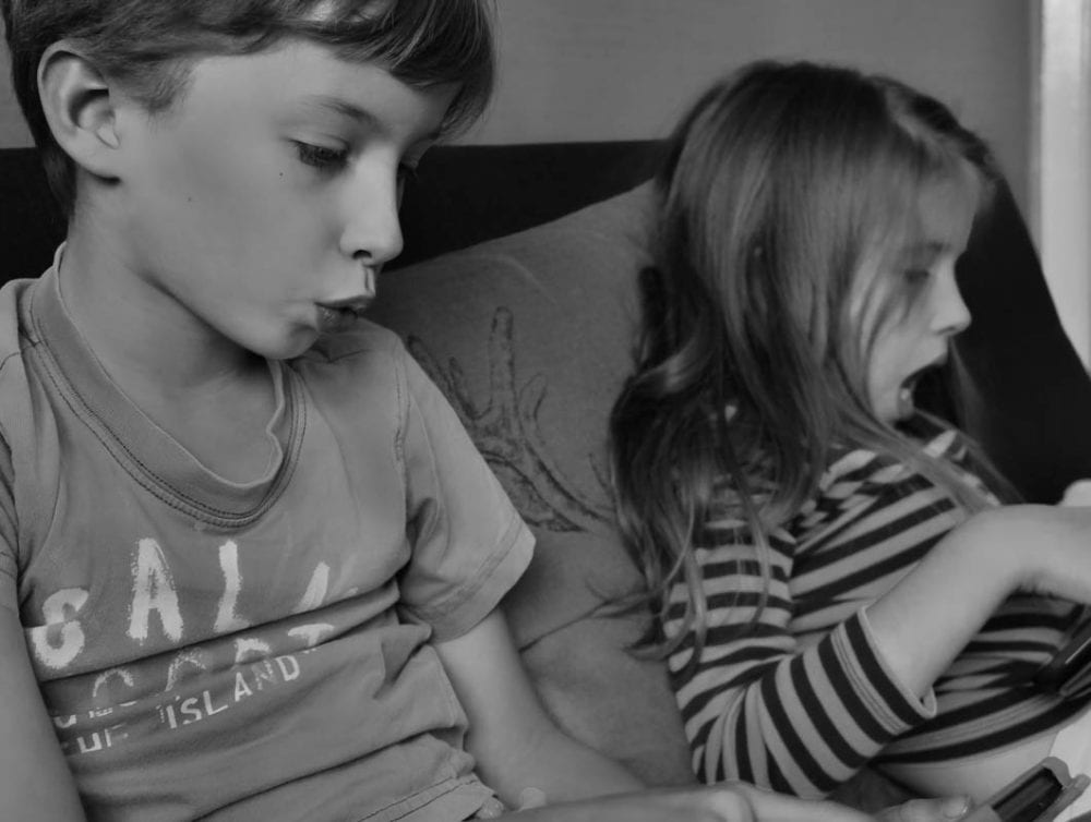 Luce and Theo with tablets 4