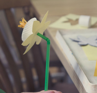 Making paper Daffodil