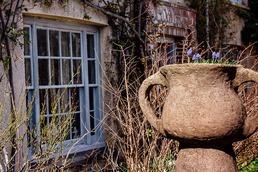 Charleston urn and front of house