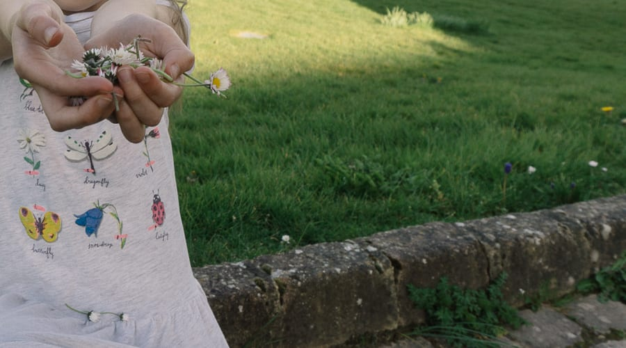 How to make a simple daisy chain handful of daisies