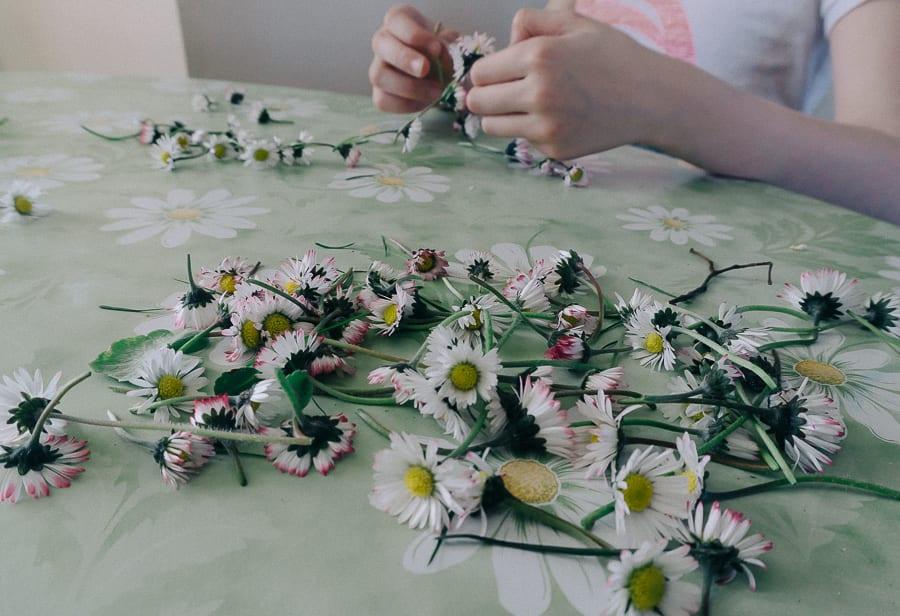 How to make a simple daisy chain thread daisies