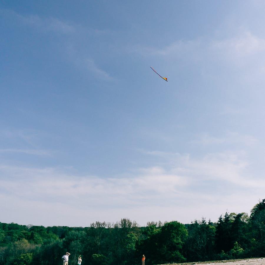 Kite flying kids